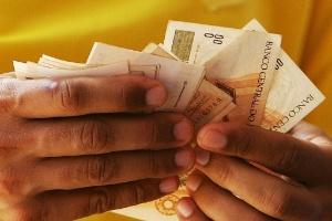 Método dos 10 envelopes ajuda a cortar gastos e a guardar dinheiro